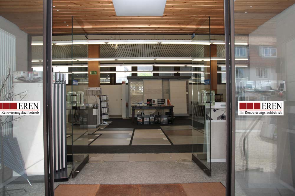 Eingang Fliesengalerie Ausstellung Bau-Eren
